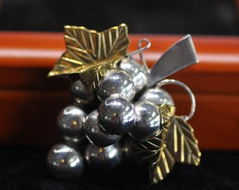 Vintage Mexico TC 294 Sterling Silver/Brass Grapes Brooch Pin Pendant Nice!!