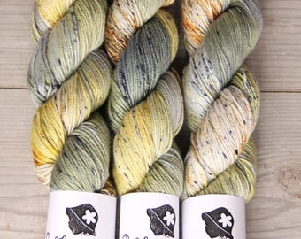 Green Grey - Hand Dyed Yarn,Merino Wool 70, Silk 20, Cashmere 10, DELUXE Wool, ,grey, yellow, green, Fingering Weight, Knitting Supplies