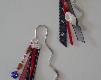 Marque-pages artisanal avec perles de bois et ruban ancre marine