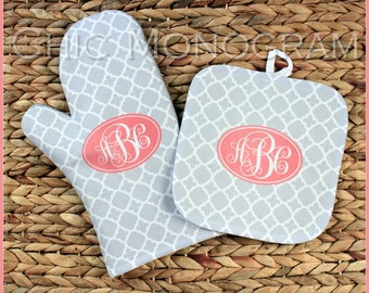 Mothers Day Gifts for Her Oven Mitt Pot Holder Monogrammed Gift Set Personalized Oven Mitts Housewarming Kitchen Gifts Monogrammed Custom