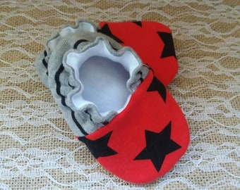 Handmade baby shoes, Soft sole shoes, baby booties, baby slippers--Red/Black Stars