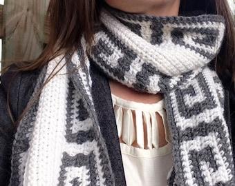 Greek key scarf crochet pattern for women or men // Greek key mosaic // Gifts for her // Gifts for him // Reversible stripe or mosaic