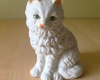 Fluffy white cat figurine circa 1970s/ Napco