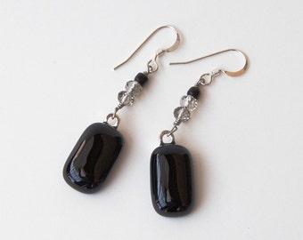 Boucles d'oreilles en verre - verre Rectangle noir - fusionnés verre bijoux - noir et gris perles de cristal - Sterling Silver Findings
