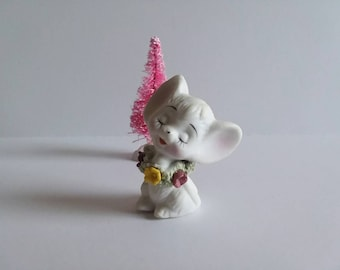 Vintage Mouse Figurine, Small Ceramic White Mouse, Spaghetti Wreath with Flowers