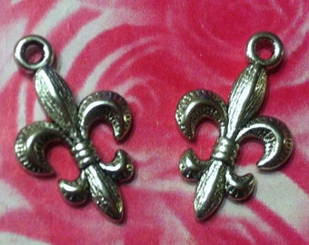 Fleur De Lis Charms - 4 pc. - Silver Fleur De Lis - 3D - DIY Charms - Christian Charms - Lead Free Charms - Tibetan Antiqued Silver Charms