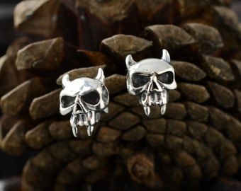 sterling silver skull stud/earrings