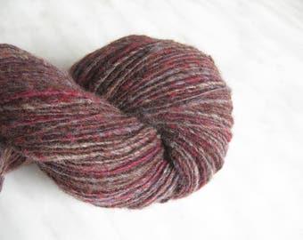 Wool knitting yarn 3.66 oz 220y 21 mc / 104 g 198 m red multicolor single handspun weaving fine sport yarn