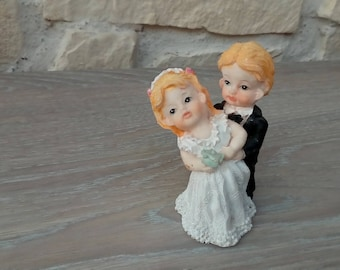 Couple in wedding figurine