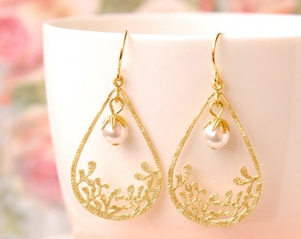 Wedding Pearl Earrings Gold Chandelier Earrings Filigree Earrings White Pearl Teardrop Earrings Bridal Jewelry Swarovski Pearl Earrings