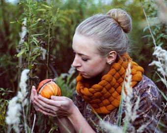 Woven Cowl in Pumpkin - Special Edition