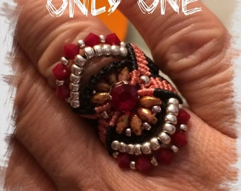 Ring of macramé with tupi of Swarovski, beads and superduo