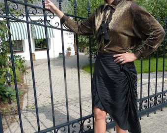 Black layer skirt with pleated lacquered fabric