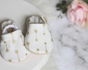 Gold arrow Baby Shoes, Baby Girl Shoes,White Baby Shoes, White baby Booties, Soft Sole Shoe, baby moccasins, baby booties, baby Shoes