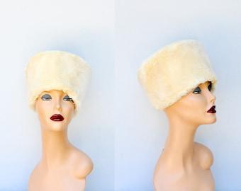 SALE Rabbit FUR HAT - Genuine Fur Hat - Russian Hat - Mid Century Hat - 50s 60s Fur Hat - Fur Hat - Ivory Cream Fur -Rabbit Russian Fur Hat