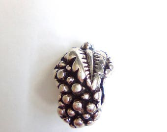 Bunch of grapes 15x10mm silver plated bead