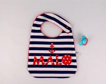 Bavoir personnalisé prénom Malo bavoir style marin rayé bleu marine rouge ancre cadeau bébé personnalisable prénom baptême naissance