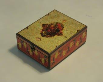 Decorative Box Vert Design