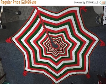 MAYniaSALE Beautiful vintage hand knitted tree skirt (tree not included)