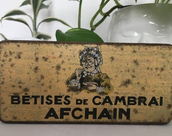 box of nonsense of cambrai metal from the 30s