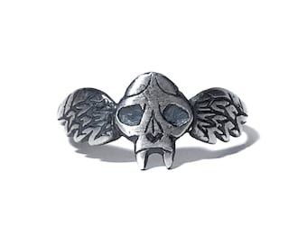 Feline Taphophile ring in oxidized sterling silver (winged cat skull)