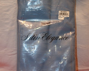 New Old Stock Bardwil Lt Blue Tablecloth 60 x 120 Oblong