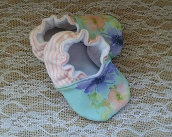 Handmade baby shoes, Soft sole shoes, baby booties, baby slippers--Lavender/Peach Floral