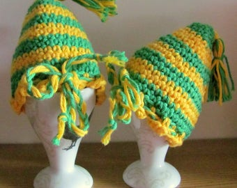 2 crocheted Egg warmers in green-yellow curled