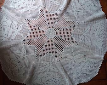"""Crochet table Runner """"Eight Roses"""""""