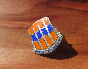 US Nato Pin Metal Unit Crest Communications First Military Pin DUI DI