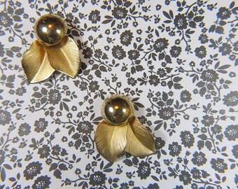 Vintage Gold Leaf Pierced Earrings - V-EAR-613 - Gold Pierced Earrings - Leaf Earrings