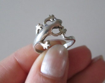 Sterling silver Vintage Crawling Lizard band ring, size 7