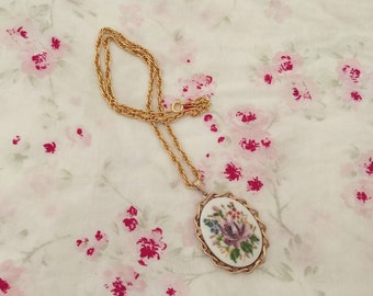 Handpainted Floral Cameo Necklace. Floral Necklace. Cameo Necklace. Vintage Necklace. Vintage Jewelry. Costume Jewelry.