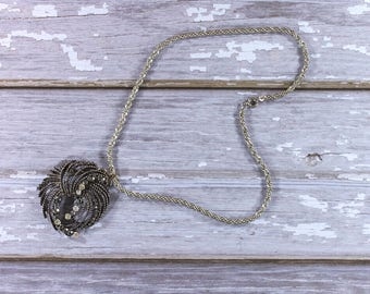 Necklace with pendant, statement chain