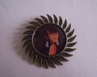 CLEARANCE brooch round bronze Sun pattern woman