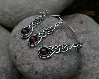 Intricate Celtic Pendant and Earrings With Garnet 925