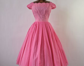 50's Dress Pink Chiffon Cap Sleeves Full Skirt with Scalloped Neck size Small