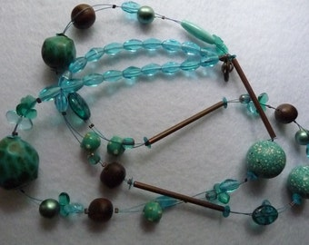 Necklace. France.