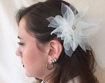 Ivory Lotus Flower Head Piece, Ivory Hair Clip, Romantic Wedding Clip, Beige Hair Cip, Ivory Hair Accessories, Ivory Lotus Flower Hair Clip