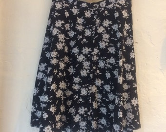 "SALE WAS 16 Vintage skirt. Monochrome floral st michaels button front. Size 10 - 12 waist 32"" hips 44"" length 27"" cotton skirt"