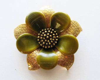Vintage  Enamel Flower Pin