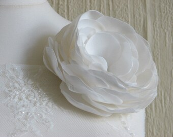 Wedding flower Wedding dress flower Wedding flower pin Ivory bridal gowns Ivory lace Wedding flower Wedding sash Bridal sash Ivory sash