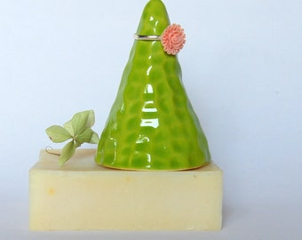 Ring holder Ring cone Ring storage Ring dish Ceramic ring cone Ring display Ring stand Green ring cone Ring pyramid Clay ring holder gift