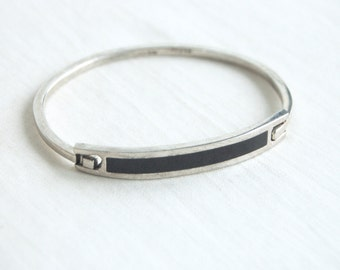 Mexican Bracelet Black Bar Hinged Bangle Vintage Modern Alpaca Resin Jewelry from Mexico Size 7