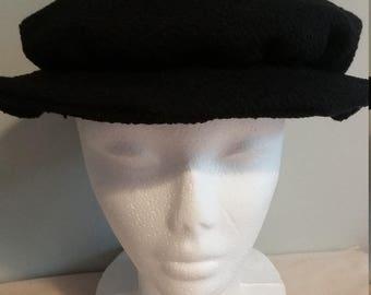 Boy's tudor style hat