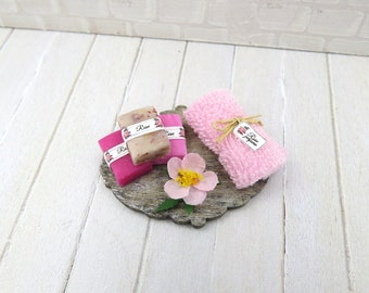 Wild rose bathroom set for dollhouse in 1:12 scale