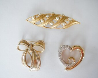 Vintage Large Brooch - CHOICE - heart, bow or leaf shape - 1980s - gold, bow, heart, pearls, rhinestones, costume jewelry, pincrystals