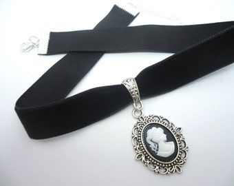 A ladies/girls black velvet 16mm (one inch) choker cameo  charm necklace.