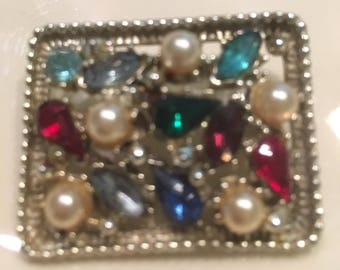 Unique and Beautiful Vintage BROOCHE Pearls and Stones