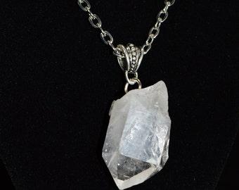 Quartz Point Necklace . Chakra Healing Neckalce . Crystal Quartz Necklace . Boho Quartz Necklace . Healing Quartz Necklace . Quartz Pendant